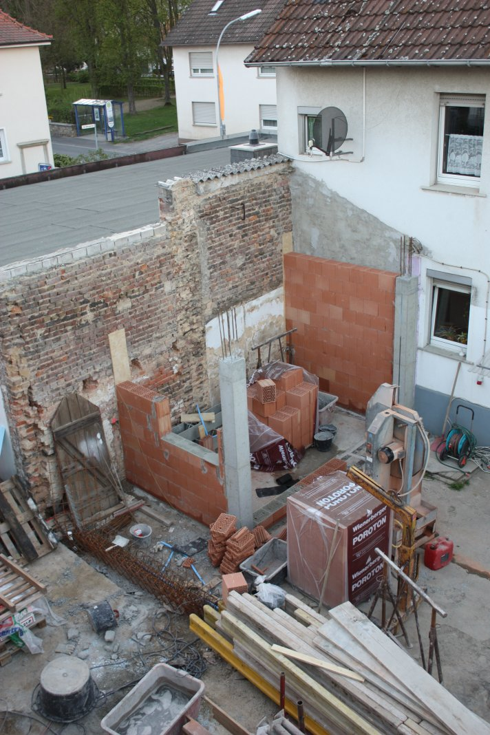 Nebengebäude Tag 2 – Mauern
