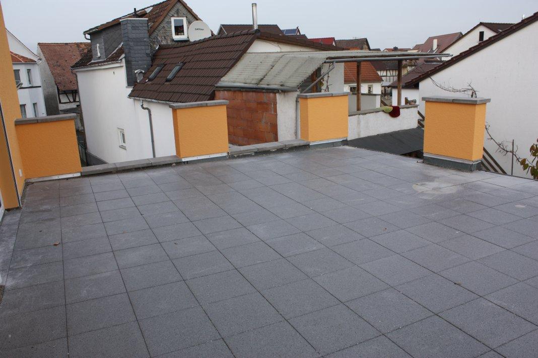 Dachterrasse Randplatten legen  & Büro tapezieren